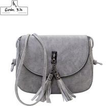 c31f2a06141f Урожай маленькие кроссовки для женщин 2019 черные мини сумки посыльного  кисточкой модные женские лоскутные сумки на ремне